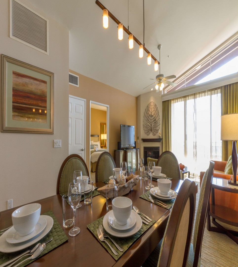 UNWIND IN OUR WELL-APPOINTED GUEST ROOMS AND SUITES IDEAL FOR BUSINESS TRAVELERS AND VACATIONING FAMILIES